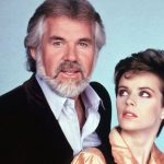 MUSICAL: KENNY ROGERS & SHEENA EASTON INTERPRETAM WE'VE GOT TONIGHT EM DUETOS FANTÁSTICOS